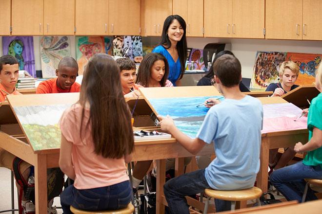 art teacher teaching an art class
